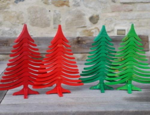 Alberi di Natale in legno ALBERTINO colorati
